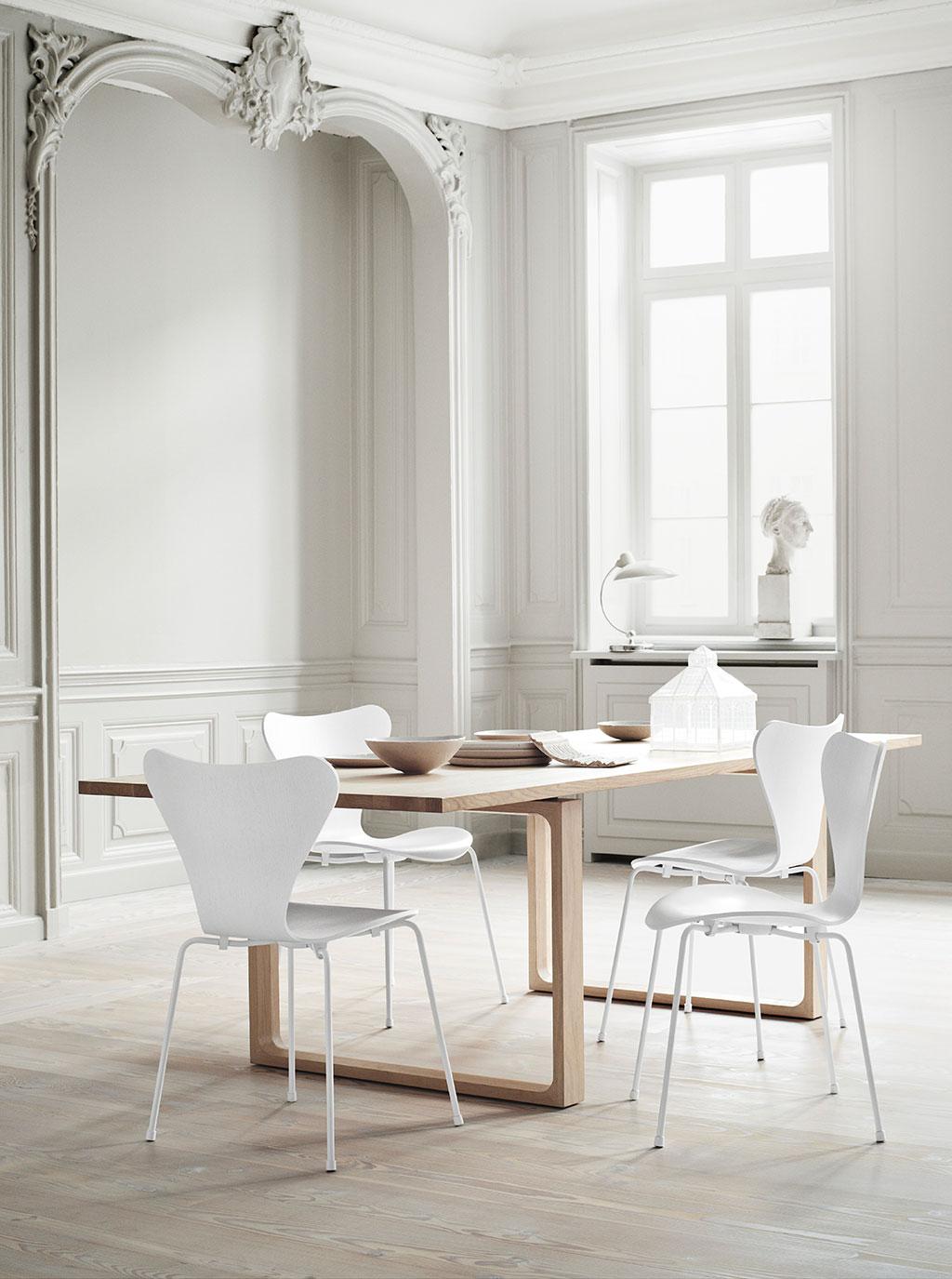 Designer Arne Jacobsens Siebener Stuhl, auch bekannt als Modell 3107,