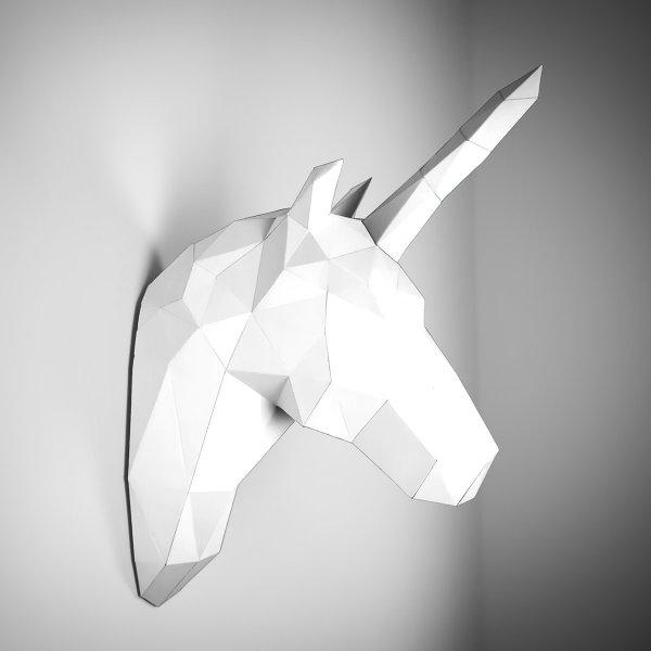 Ein Einhorn aus Papier: Wandschmuck in Weiß im preisgekrönten Design