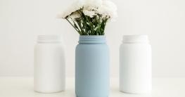 Mit Kreidefarbe lassen sich Möbel, Dekostücke und sogar Glas & Porzellan neu gestalten