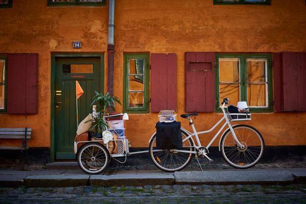 Mit dem passenden Anhänger wird das SLADDA Fahrrad von IKEA wird zum drahtigen Packesel