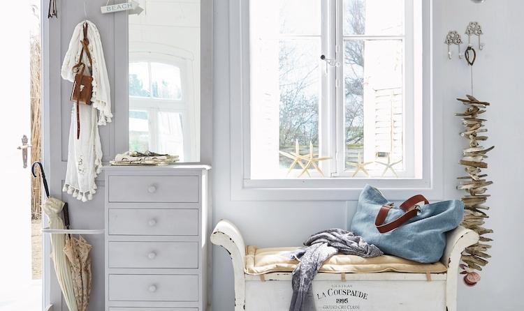 Garderobe Gatwick und Sitzbank Andance aus weißem Holz von Loberon